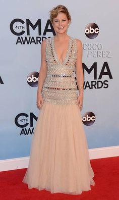 CMA Awards 2013: Jennifer Nettles walks the red carpet!
