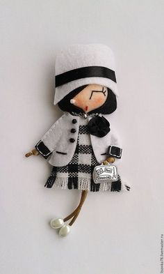 Felt Doll Patterns, Felt Ornaments Patterns, Fabric Dolls, Paper Dolls, Hand Quilting Patterns, Felt Brooch, Brooches Handmade, Felt Toys, Doll Crafts