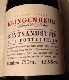 Überraschender Einstieg in die Klingenberg-Weine, Portugieser ist ja nicht unbedingt meine Stammsorte ;-)) ABER:  intensive beerige Nase, frisch, Säure, trinkanimierend; im Mund fruchtig-beerig, etwas kräutrig, feines Tannin, verlangt nach dem nächsten Schluck, macht Lust auf mehr Klingenberg-Weine!