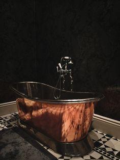 Luxe Antique Copper Bathtub : Bathroom inspiration.