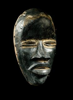 DAN MASK Ivory Coast. H 26 cm. Provenance: Austrian private collection.