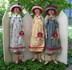 CUTE little girls love BIG dollies should put elastic on the bottoms of their feet so they can be strapped to kids feet to dance with make a matching hat, dress or apron for the child Primitive Folk Art, Primitive Crafts, Raggedy Ann And Andy, Hello Dolly, Soft Dolls, Cute Little Girls, Soft Sculpture, Doll Crafts, Fabric Dolls