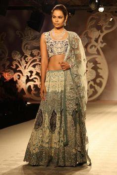 4 beautiful Anarkali by Varun Bahl at ICW 2014