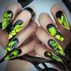 Outstanding Emerald Green Nails Art Designs For You - Styles Art Stiletto Nail Art, Cute Acrylic Nails, Cute Nails, Pretty Nails, Coffin Nail, Halloween Nail Designs, Cool Nail Designs, Halloween Nails, Green Nail Art