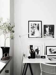 Black and white themed home office Estilo Interior, Home Interior, Interior Styling, Desk Styling, Workspace Inspiration, Interior Design Inspiration, Room Inspiration, Home Design, Ideas Hogar