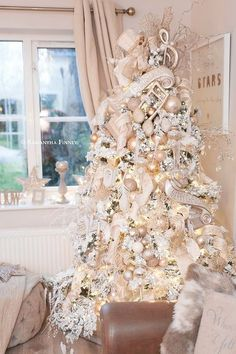 100 White Christmas Decor Ideas Which are Effortlessly Elegant & Luxurious - Hike n Dip Here are best White Christmas Decor ideas. From White Christmas Tree decor to Table top trees to Alternative trees to Christmas home decor in White & Silver Blue Christmas Tree Decorations, Elegant Christmas Trees, Flocked Christmas Trees, Silver Christmas Tree, Beautiful Christmas, Christmas Home, Christmas Mantles, Vintage Christmas, Christmas Villages