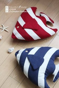 Almofadas patchwork feltro Ideas for 2019 Sewing Toys, Sewing Crafts, Sewing Projects, Fabric Toys, Fabric Crafts, Pet Toys, Baby Toys, Fabric Fish, Tilda Toy