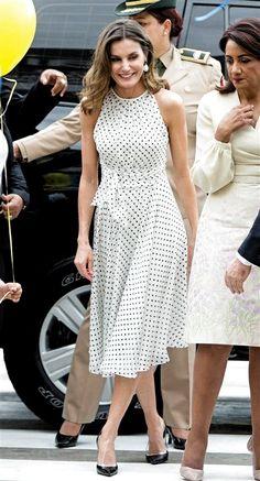 Petite Fashion Tips .Petite Fashion Tips Simple Dresses, Elegant Dresses, Pretty Dresses, Casual Dresses, Summer Dresses, Lace Dresses, Classy Dress, Classy Outfits, Dot Dress