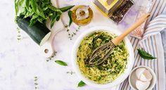 Pour 6 personnes Préparation : 30 min Cuisson : 1h   LES INGRÉDIENTS - 6 courgettesfines et très fermes, - gros oignon, - 1 grosse pomme de terre, - 1 bellecarotte, - 2 c. à s. rases de farine, - 2 c.à s. rases de Maïzena, - 4 œufs, - une pointe d'ail, - quelques feuilles de basilic Raw Food Recipes, Lunch Recipes, Yellow Zucchini, Italian Lunch, Zucchini Cheese, Food Flatlay, Healthy Herbs, Breakfast Bake, Dinner Dishes