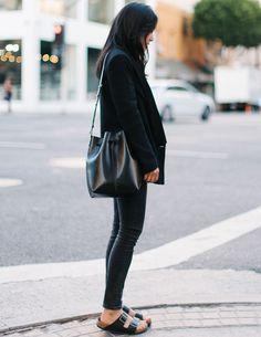 #9straatjesonline #streetstyle #inspiration #fashion #sandals #blackonblack www.9straatjesonline.nl