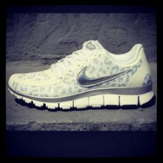 Nike Free Run Womens.and want more! Nike Outfits, Sport Outfits, Crazy Shoes, Me Too Shoes, Marchesa, Leopard Print Nikes, Cheetah Print, Leopard Prints, Animal Prints