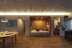 覚王山のリノベーション: Nobuyoshi Hayashiが手掛けたモダン寝室です。