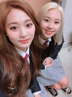 Twice-Tzuyu & Chaeyoung 190212 Kpop Girl Groups, Korean Girl Groups, Kpop Girls, Twice Jyp, Tzuyu Twice, Nayeon, Tzuyu Body, Twice Members Profile, Twice Group