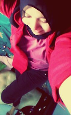 Absolutly i dont know why i love this photo so much :D #red & #black #hijab #Outfit #Tazkiyah