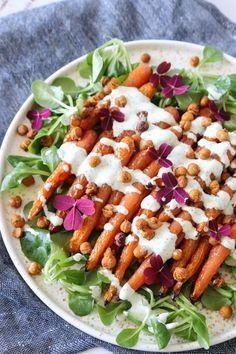 Lækker Salat Med Ovnbagte Gulerødder, Ristede Kikærter Og Persilledressing – One Kitchen – A Thousand Ideas