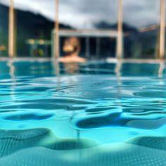 #dachsteinkönig #pool #spa #wellness #hotel #kinder #urlaub #holiday #österreich #austria #schwimmen Pool Spa, Wellness, Outdoor Decor, Home Decor, Hotels For Kids, Childcare, Family Vacations, Swimming, Decoration Home