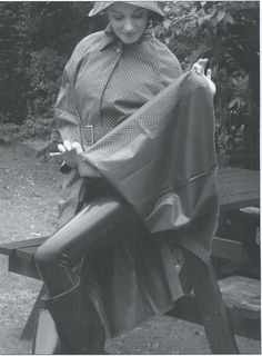 Rain Fashion, Women's Fashion, Mackintosh Raincoat, Black White Photos, Black And White, Shiny Days, Plastic Mac, Blue Raincoat, Rubber Raincoats