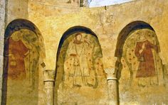 Frescos of pilgrims at Villeneuve d'Aveyron, early Villeneuve, High Middle Ages, Carolingian, Medieval Life, Historical Dress, Pilgrims, Medieval Clothing, France, Romanesque