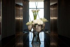 In Water Flowers - London's Favoured Choice for Weekly, Office & Hotel Contract Flowers. Discover what makes In Water London's leading Contract Florist… Home Entrance Decor, Entrance Table, Gerbera Daisy Bouquet, Florist London, Vertical Garden Plants, Hotel Flowers, Flowers London, Corporate Flowers, Hallway Designs