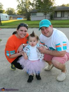 Ace Ventura Pet Detective - Family Halloween Costume Logan will def hate me but I soooo want to do this!!!! Lmao!