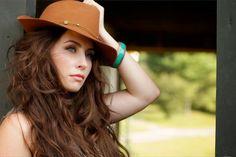 Hannah Blaylock Music @ Chateau Lettau - Syndical - http://syndical.com/blog/hannah-blaylock-music-chateau-lettau-syndical-3/