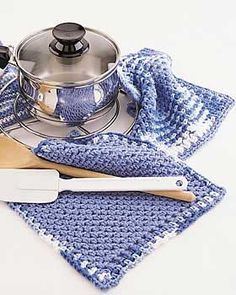 This simple kitchen crochet pattern from Lily Sugar n Cream creates a pot holder and dishcloth set with contrasting borders. This is an attractive kitchen set for a house warming gift or your own home.