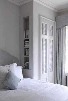 Design, furniture and decorating ideas. small bedroom wardrobe, bedroom storage for small rooms, small bedrooms, built in wardrobe Bedroom Built In Wardrobe, Bedroom Built Ins, Small Master Bedroom, Master Bedroom Makeover, Closet Bedroom, Home Bedroom, Wardrobe Design, Bedroom Ideas, Wardrobe Bed