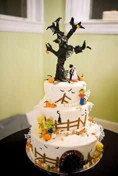 not that i would do it again, but this would be a sweet Halloween wedding cake!