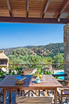 Villa Olive is a beautiful, traditional villa, located in a green area, surrounded by olive groves, in the small traditional village of Vouk. Next Holiday, Family Holiday, Crete Holiday, Vacation Spots, Vacation Travel, Relax, London Hotels, Romantic Vacations, Ultimate Travel