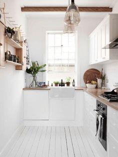 Белая кухня в стиле эко