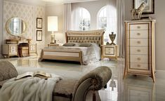 Arredoclassic Italy Melodia Classic style glossy Italian bedroom set Luxury Classic bedroom from Italian Furniture, Classic Furniture, Italian Bedroom Sets, Bedroom Furniture, Bedroom Decor, Bedroom Ideas, Master Bedroom, Bedroom Chair, King Size Bedroom Sets
