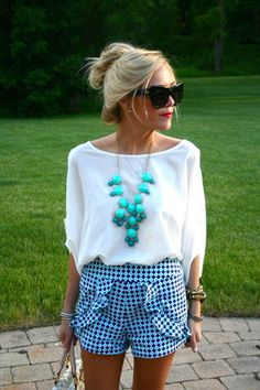 This is such a cute outfit to wear to evening dinner outside in the summer time.