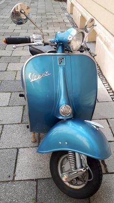 ●●● Vespa Ape, Lambretta Scooter, Vespa Scooters, Vespa Girl, Scooter Girl, Italian Scooter, Motor Scooters, Vintage Italian, Ducati