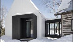 A Sweet Little Summer Cottage In Denmark by Christensen & Co. – if it's hip, it's here Modern Cottage, Contemporary Cottage, Timber Structure, Wood Cladding, Metal Roof, Residential Architecture, Home Look, Historic Homes, Traditional House