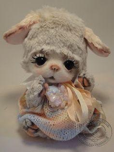 Author Victoria Ivanova toy (teddy bears by Victoria Ivanova) Felt Animals, Cute Animals, Realistic Dolls, Cute Stuffed Animals, Felt Baby, Cute Teddy Bears, Sewing Toys, Cute Creatures, Felt Ornaments