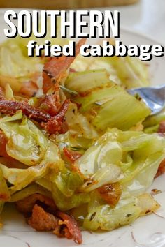 Southern fried cabbage and bacon will become an instant favorite from the first bite. You have tender cabbage that is seasoned to perfection with garlic, onions, and of course salty bacon. Cooked Cabbage Recipes, Bacon Fried Cabbage, Side Dish Recipes, Vegetable Recipes, Dinner Recipes, Recipe For Southern Fried Cabbage, Best Cabbage Recipe, Pan Dulce, Gourmet