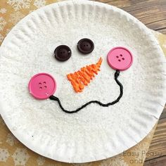 15 Fun Christmas Crafts for Kids Paper Plate Snowman- Use Modge Podge to paint your plate then sprinkle with glitter, use a low temperature glue gun to attach buttons and puffy paint for the nose and smile. Paper Plate Crafts For Kids, Fun Arts And Crafts, Winter Crafts For Kids, Crafts For Kids To Make, Kids Crafts, Easy Crafts, Painting Crafts For Kids, Kids Diy, Summer Crafts