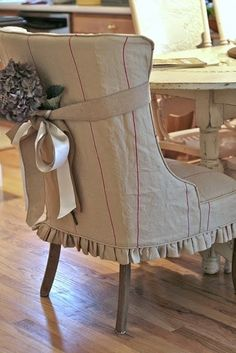 Τ   α καλύμματα όπως ακριβώς και οι κουρτίνες ή τα διακοσμητικά μαξιλάρια είναι στοιχεία που ανάλογα με τα σχέδια - αποχρώσεις τ...