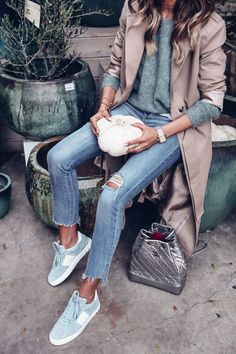 46 Embroidered Shoes Fashion That Make You Look Cool - Shoes Market Experts Mint Shoes Outfit, Blue Sneakers Outfit, Green Sweater Outfit, Mint Green Outfits, Jeans And Sneakers, Sweater Outfits, Casual Outfits, Green Sneakers, Green Trainers