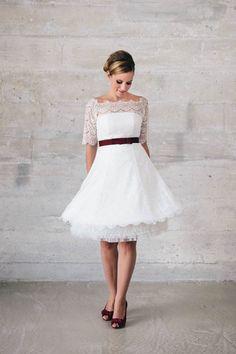 Jung, witzig, frech und absolut entzückend – auch so kann ein kurzes Brautkleid aussehen!
