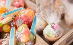 Flores coloridas, docinhos e muita diversão alegram a vila na festa da Julia