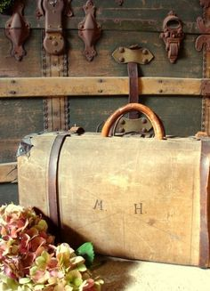 old trunks and suitcases are the best.next time I find an old leather suitcase I am going to buy it~! well that is if I have the extra money. Old Trunks, Vintage Trunks, Trunks And Chests, Antique Trunks, Vintage Suitcases, Vintage Luggage, Vintage Travel, Vintage Bag, Vintage Market
