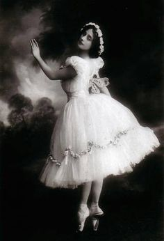 TIRZA W - i like your pin - fantastic - old dress -  ❤‿❤ - Lady with old dress- ❤‿❤ - thanks thanks thanks    vintage photograph of Ballerina Anna Pavlova