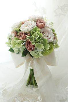 クラッチブーケ シェラトン都ホテル様へ 紅茶のバラと緑での画像:一会 ウエディングの花
