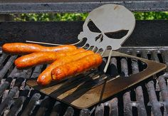 Hot Dog Skull Cookers: Cthulhu Weenie Roaster Creeps Out Neighbours