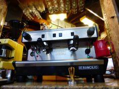 """A R O M A  D I  C A F F É  """"Comparte disfruta y deleite con el mejor café y vive grandes momentos"""".  . ................................................... . #MomentosAroma#SaboresAroma#ExperienciaAroma#Caracas#MejoresMomentos#Amistad#Café#CaféVenezolano# #Espresso #CoffeePic #CoffeeLovers #CoffeeCake #CoffeeTime #CoffeeBreak #CoffeeAddicts #CoffeeHeart #InstaPic#InstaMoments#InstaCoffee#TerceraOla#BaristaLife#Barismo#ImLovinIt Visítanos en el C.C. Metrocenter pasaje colonial."""