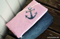 stitchydoo: Taschenspieler 3 Kosmetiktasche - Jeansrecycling - maritim mit Ankerapplikation // Schnitt von farbenmix