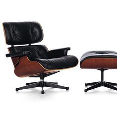 Lounge Chair blev en af de mest berømte design af Charles og Ray Eames og har opnået status af en klassiker i historien om moderne møbler. #kontormøbler #kontor #kontorindretning #loungemøbler #loungestol #lænestol