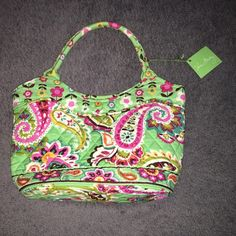 """BNWT Daisy Tutti Frutti Vera Bradley handbag The cutest handbag you'll ever carry!  Brand new, never carried! Approx 12"""" across at widest, approx 4.5"""" wide, approx 6"""" handle length. ✅offers ❌trades bundles save 20% off 2+ Vera Bradley Bags"""