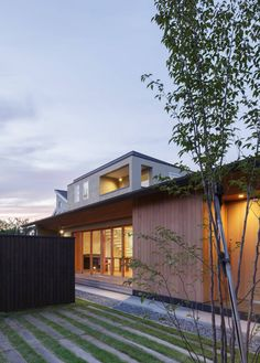 translation missing: jp.style.家.modern家のデザイン:足利の住宅をご紹介。こちらでお気に入りの家デザインを見つけて、自分だけの素敵な家を完成させましょう。